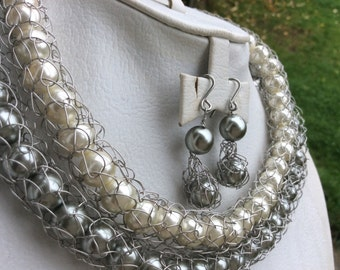 Hand crochet stainless steel jewelry/Jewellery set with white and grey pearls