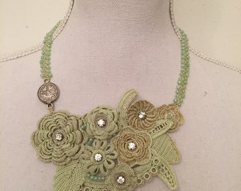Tatted Flower necklace, perfect gift