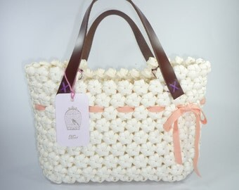 Handbags woven flowers