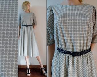 Vtg womans pale green white tea dress French day dress midi dress size medium