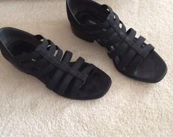 Vintage Sesto Meucci black Nubuck Waft style open toe flats 80's- 90's shoes, Size 7 1/2 Medium