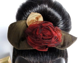 Comb with a red fabric flower – silk and organza