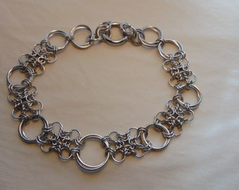 Alternating Mobiused Rings and 'Thingie' Squares Choker