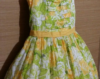Little girl vintage dress full of big beautiful, white and yellow, green leafy roses, size 6.