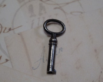 Dainty Cabinet Key from 1900 (+/-)