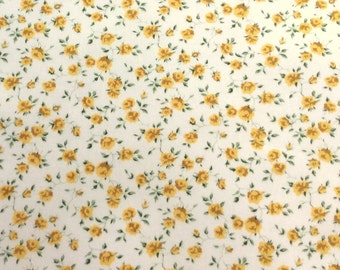 "Nina D Liberty Fabric tana lawn 10"" x 10"" square (25,4 cm x 25,4 cm) white yellow green roses The Weavers Mill"