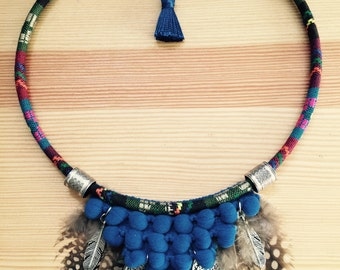 Ethnic necklace with blue Strawberry and feathers!