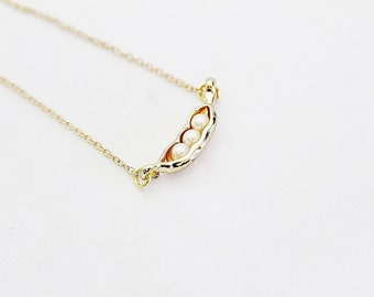 Gold Peas in Pod Necklace, Peas in Pod Pendant, Minimalist Jewelry, Modern Jewelry, Dainty Jewelry, Delicate Jewelry, Simple Jewelry,