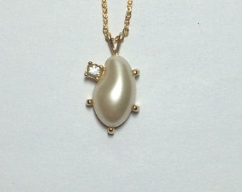 Gold Tone Necklace with Faux Pearl and Rhinestone 9292