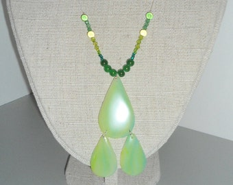 Nylon necklace with pearl and jade