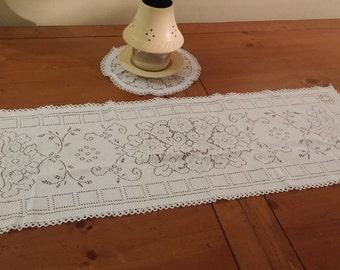 2 piece Machine-made lace doily set