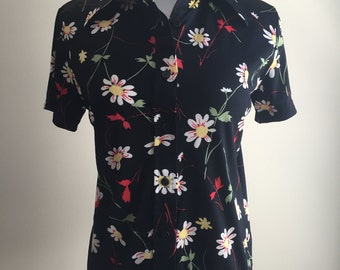 Vintage 1970s Daisy Pattern Button-Down Blouse with Collar