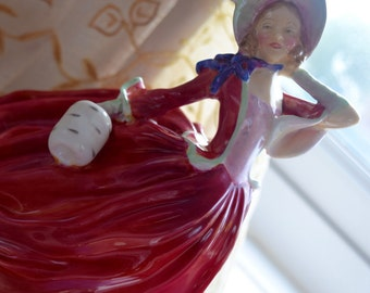"""Royal Doulton """"Autumn Breezes"""" rare two-footed figurine HN 1934 c1940s"""