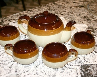 Tea Pot and Cups Brown Ceramic//Set of 4 Cups//Brown and Cream Pottery//Vintage Teapot and Cups