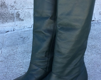 Vintage Flat-Soled Green Leather Knee-High Pixie Boots, 6