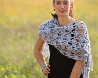 Crochet DROPS scarf with fan pattern and fringes