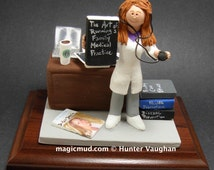Customized Female Doctor's Gift, Personalized Physician's Figurine - Gift for a Female Doctor - Female Doctor Graduation Gift - Lady Dr.Gift