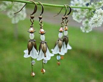 White Earrings - Flower Earrings - Floral Earrings - Bridal Earrings - Woodland Wedding - Vintage Style Nature Jewelry - Bridesmaid Earrings