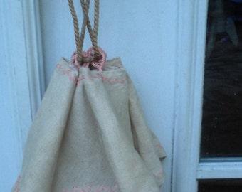 A Vintage Linen Handbag