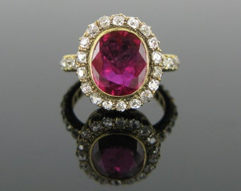 Stunning 3,30ct Ruby Ring adorned with old cut diamonds, 18kt gold, 1960