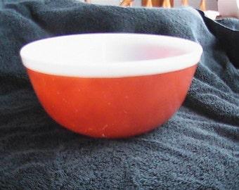 vintage 2 1/2 quart # 403 Pyrex nesting bowl