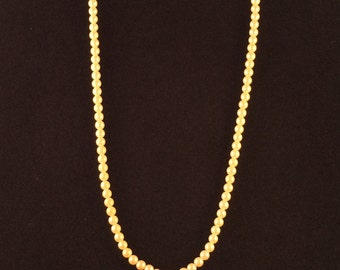 Beautiful Vintage Gold tone Liz Claiborne Faux Cream Colored Pearl Necklace