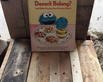 "Vintage Sesame Street Book Club - ""Which 1 Doesnt Belong?"" 1981 / Written by Linda Hayward / Illustrated by Kimberley McSparran / Jim Henson"