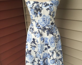 Vintage Inspired White Blue Floral Dress With Adjustable Straps and Pockets