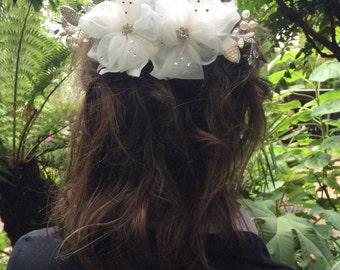 Beautiful Bridal Flower and Diamanté Jewel Hair Accessory