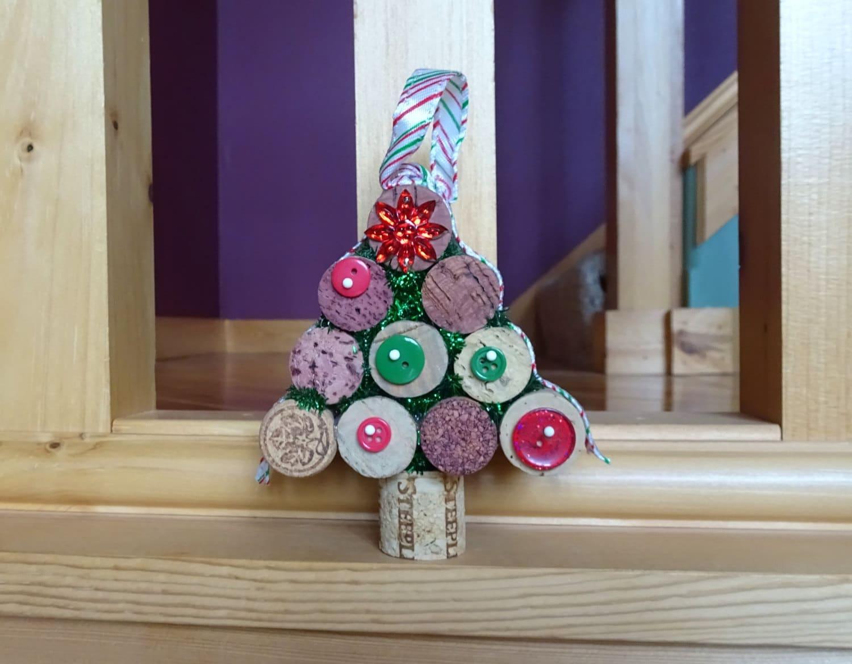 wine cork christmas tree wine cork tree ornament. Black Bedroom Furniture Sets. Home Design Ideas