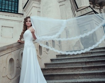 Long cathedral veil with chantilly lace