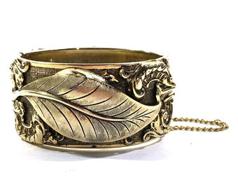 Rococo Bracelet / Vintage 1950s Antique Inspired Gold Tone Hinge Bangle with Leaf Motif