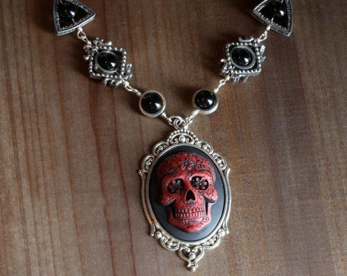 Gothic chic Jewelry - Necklace with Red Dia de los muertos Sugar Skull cameo