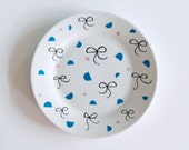 Bows and shapes breakfast plate