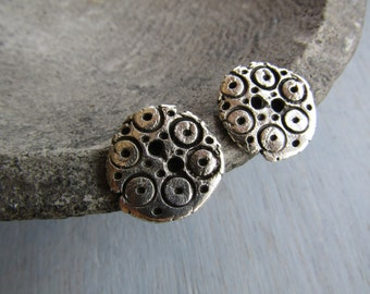 Antiqued silver buttons, round metal buttons carved dots, metal casting , silver plated with patina  / pewter tone 20mm ( 2 buttons ) 6Asmb3
