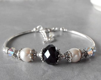 Black Crystal Bracelet Black and White Wedding Jewelry Bridesmaid Bracelet Crystal and Pearl Adjustable Bracelet Special Occasion Jewelry
