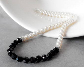 Black and White Wedding Jewelry Black Crystal Necklace Bridesmaid Necklace Off White Pearl Jewelry Beaded Necklace Maid of Honor Gift