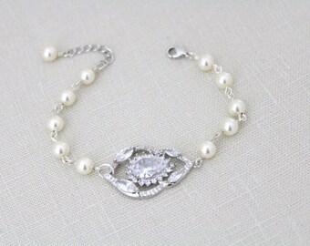 Crystal Bridal bracelet, Pearl wedding bracelet, Swarovski bracelet, Bridal jewelry, Vintage style bracelet, Cz bracelet, Cuff bracelet