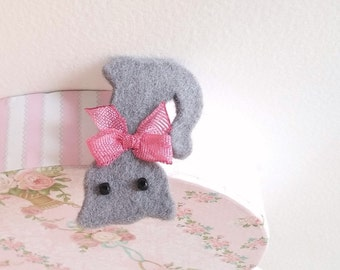 Cat Brooch, Gray Cat brooch, Cat pin, Felt cat brooch, Bowtie cat brooch, Felt cat pin, Gray cat pin, Cat jewelry, For cat lovers