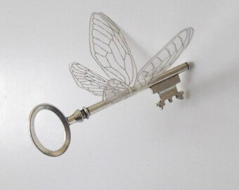Magical 'flying' key with large wings in shiny silver - SSLOLP
