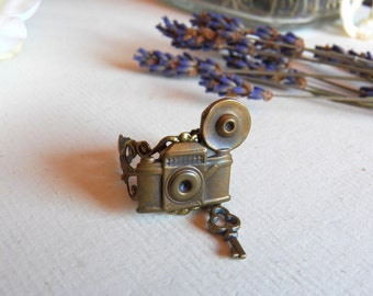 Vintage Inspired, Steampunk Adjustable Camera Ring, Antiqued Brass Metal, Skeleton Key Charm, Handmade Jewelry by HoneyNest