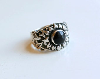1990s Mexican sterling sunflower with onyx / 90s vintage thick silver floral ring with black stone Mexico made size 6.5