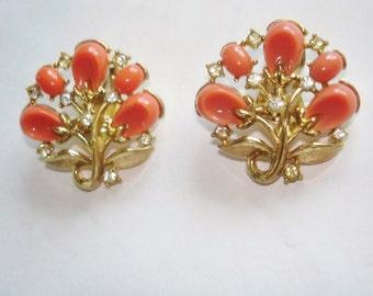 """Crown Trifari Coral """"Pebble Beach"""" Clip Earrings"""