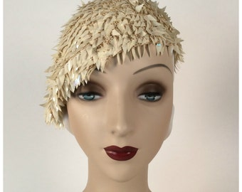 Vintage 1970s Wedding Beret, Cream Knit with Iridescent Leaf Paillettes, Spangles, Elegant Boho Style, Made in Italy