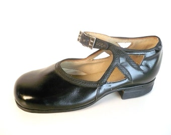 Vintage 1930s Mary Jane Shoes, Girls, Black Leather, Mock Snakeskin Leaf Detail, Metal Buckle,  Hurd Shoes, Nancy, Patent Look