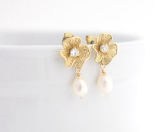 Gold Bridal Drop Earrings, Small Wedding Earrings for Bride, Bridal Earrings Pearl, Wedding Earrings, Gold Wedding Earrings, Wedding Jewelry