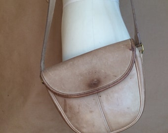 Coach leather saddlebag / 90's / vintage handbag / purse / cross body bag / shoulder bag / tote / distressed