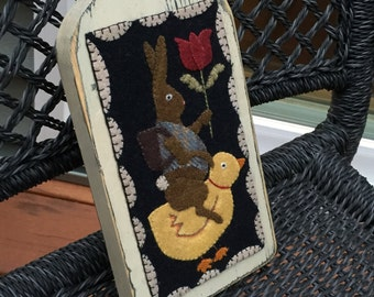 """HAND-STITCHED Primitive Folk Art Wool Applique Paddle Board - """"Olde Time Friends"""" (Design by Brenda Gervais)"""