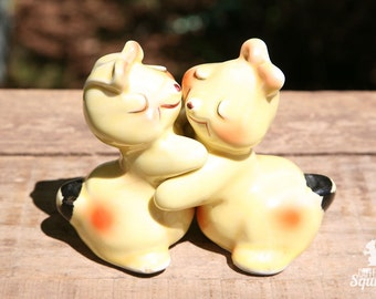 Hugging Bunny Salt and Pepper Shakers, Cooking, Rabbit, Yellow, Happy