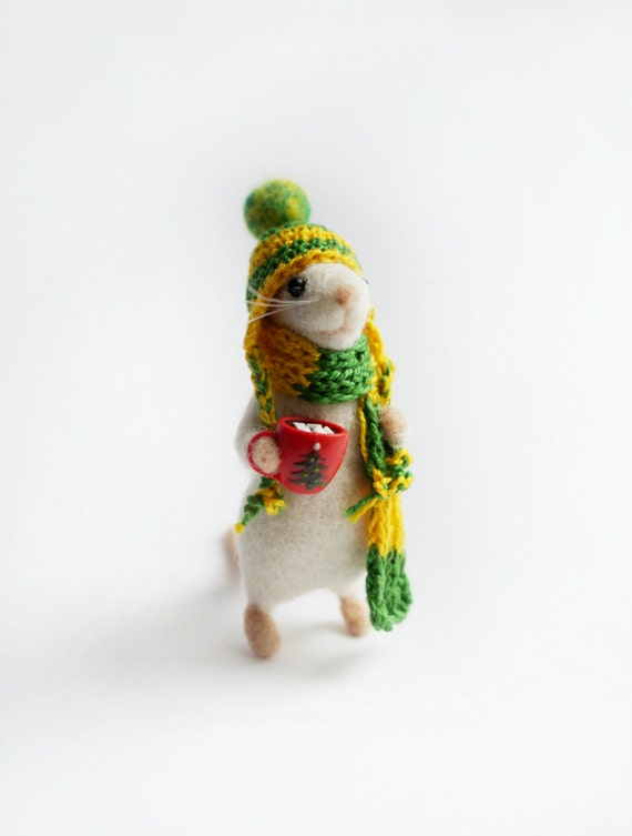 Needle felted mouse in hat and scarf